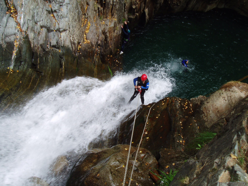perfectionnement-au-canyoning-horizon-vertical